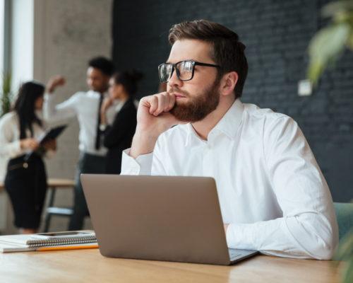 Co posiada laptop do biznesu i podróży?